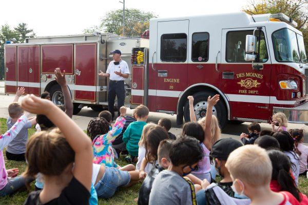 Des Moines FD Visits Jackson for Fire Prevention Week